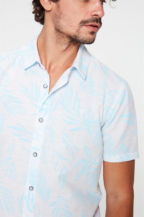 Camisa-com-Estampa-de-Folhas-Masculina-Detalhe--