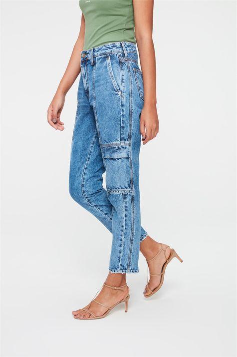 Calca-Jeans-Cargo-Cropped-Cintura-Alta-Lado--