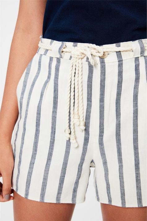 Short-Medio-Cintura-Alta-Listrado-Detalhe--