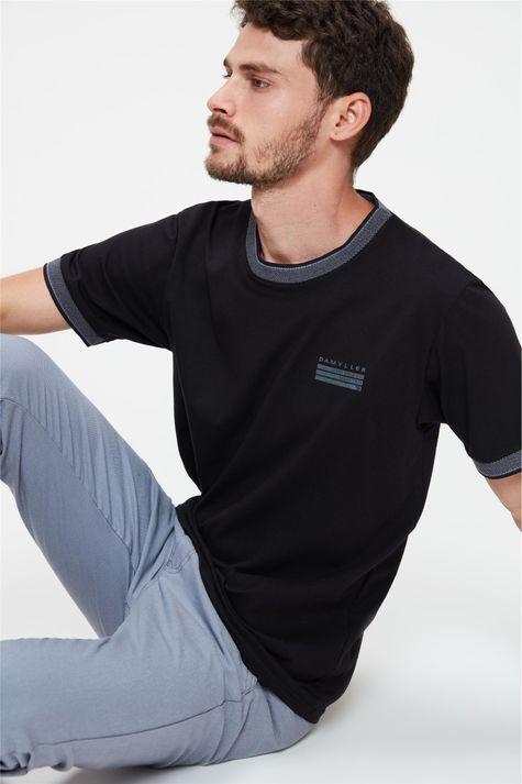 Camiseta-College-com-Estampa-Minimalista-Frente--