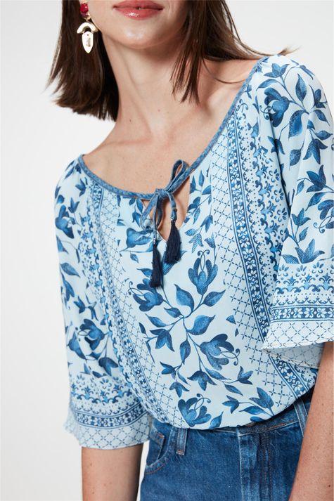 Blusa-Cropped-Jeans-com-Estampa-Floral-Detalhe--