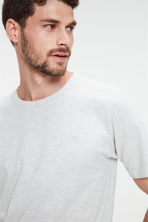 Camiseta-Lisa-Masculina-Detalhe--