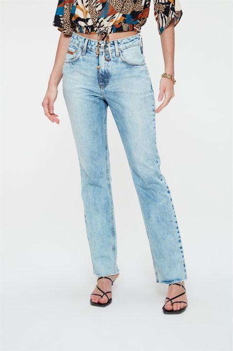 Calca-Jeans-Azul-Claro-Reta-Cintura-Alta-Detalhe--