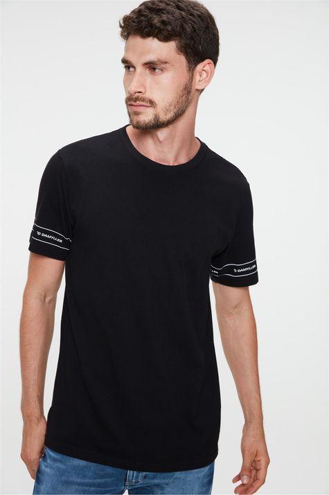 Camiseta-Estampada-nas-Mangas-Masculina-Frente--