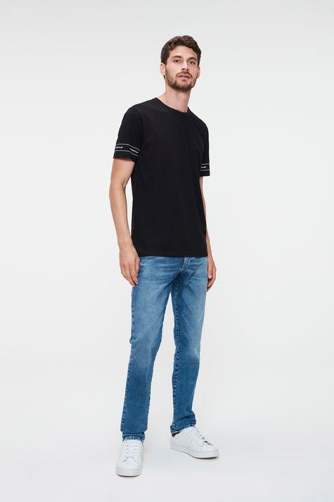 Camiseta-Estampada-nas-Mangas-Masculina-Detalhe-1--