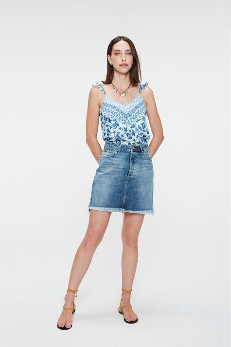 Blusa-Jeans-de-Alca-com-Estampa-Floral-Detalhe-1--