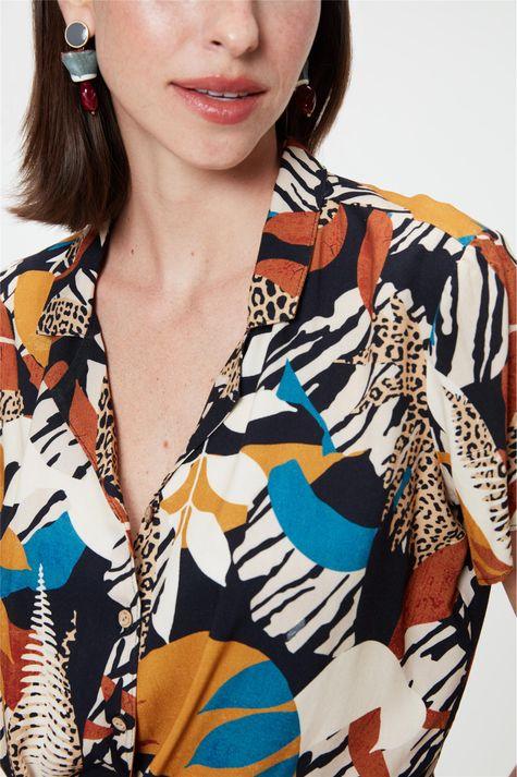 Camisa-com-Estampa-Patch-Animal-Print-Detalhe--