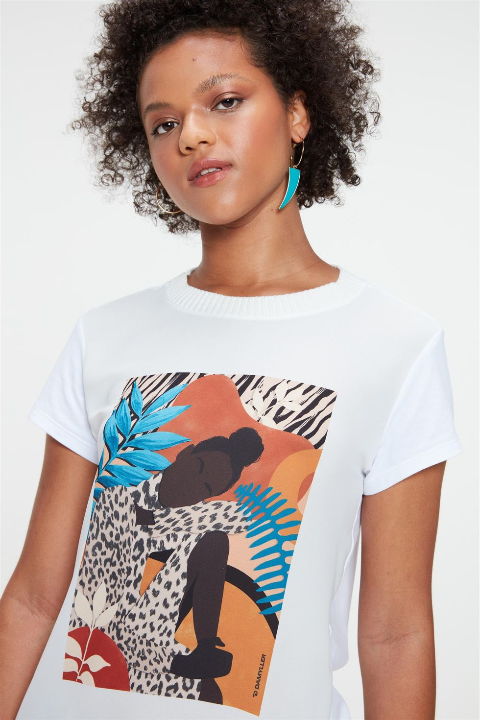 Camiseta-com-Estampa-Localizada-Feminina-Frente--