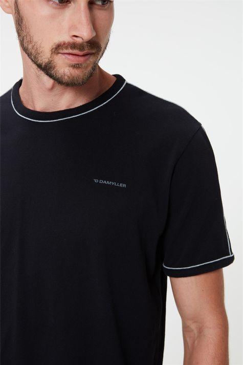 Camiseta-Lisa-com-Vies-Masculina-Detalhe--