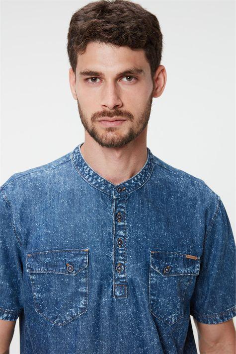 Bata-Jeans-de-Manga-Curta-Masculina-Detalhe--