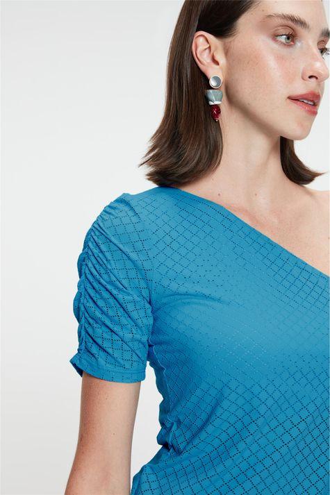 Blusa-de-Um-Ombro-So-Feminina-Detalhe--