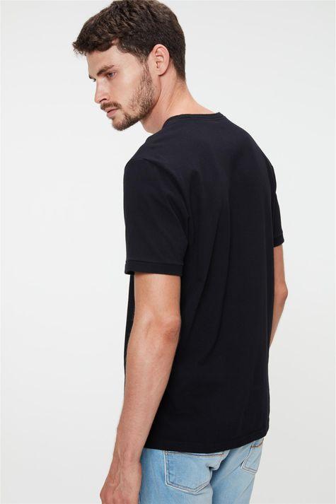 Camiseta-College-com-Estampa-Minimalista-Costas--