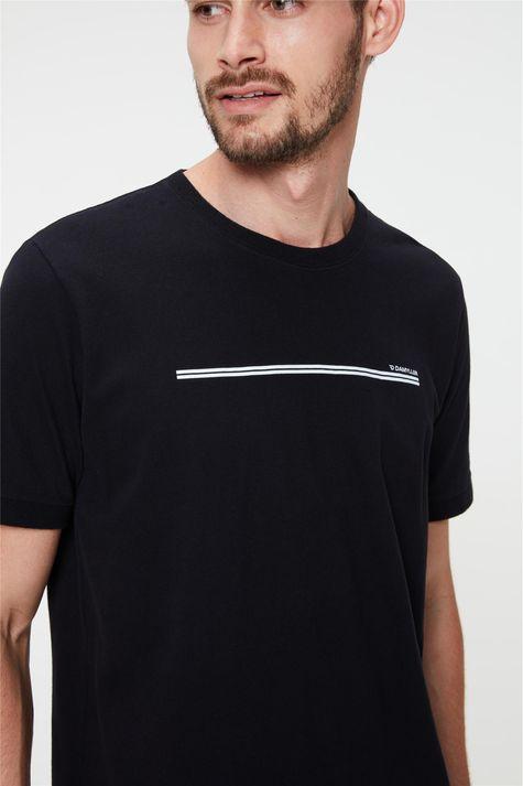 Camiseta-College-com-Estampa-Minimalista-Detalhe--