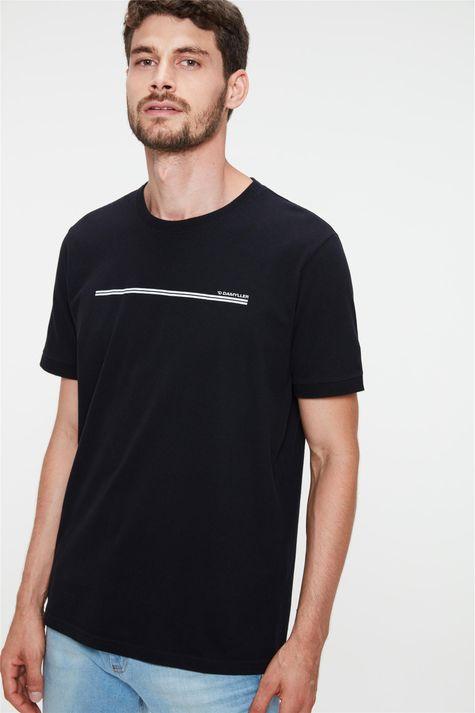 Camiseta-College-com-Estampa-Minimalista-Detalhe-1--