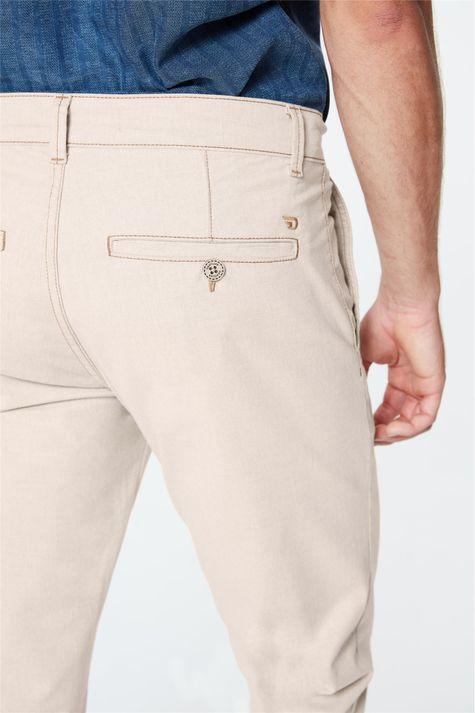 Calca-Chino-Bege-Masculina-Detalhe-1--