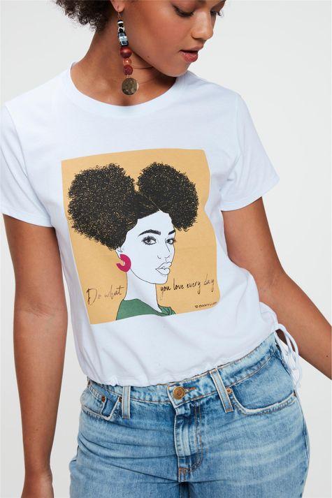 Camiseta-com-Estampa-e-Franzida-na-Barra-Frente--