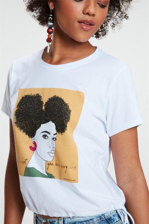 Camiseta-com-Estampa-e-Franzida-na-Barra-Detalhe--