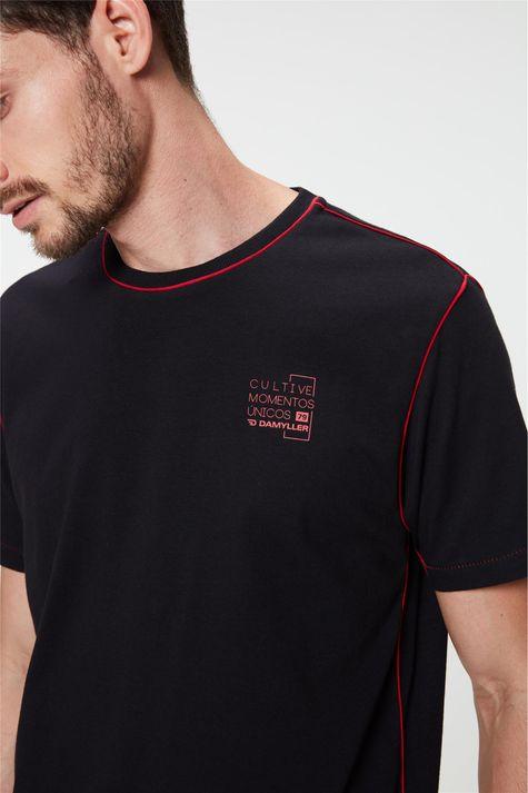 Camiseta-com-Detalhe-em-Vies-e-Estampa-Detalhe--