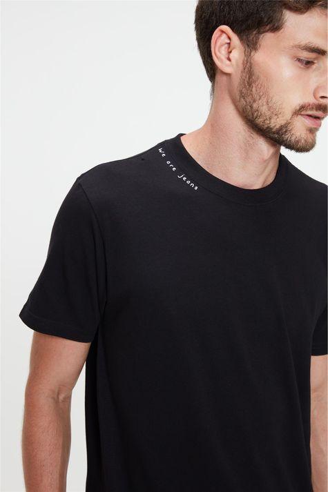 Camiseta-Estampa-We-Are-Jeans-Masculina-Detalhe--