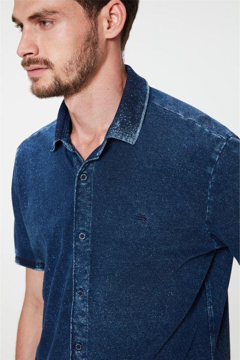 Camisa-de-Manga-Curta-em-Malha-Denim-Detalhe--
