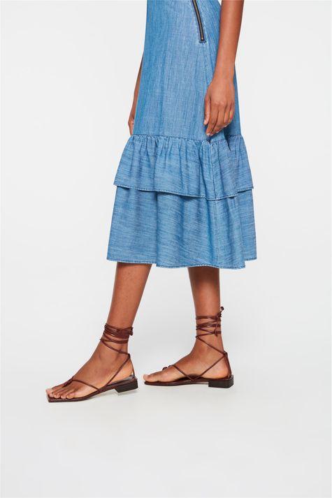 Saia-Jeans-Midi-com-Babados-na-Barra-Detalhe-1--