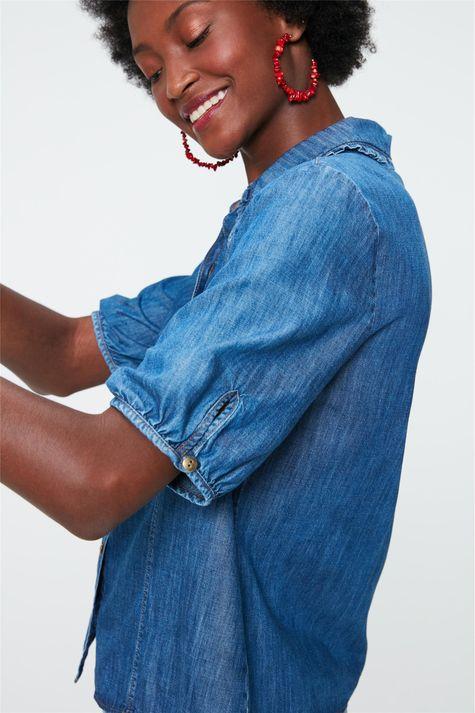 Camisa-Jeans-com-Gola-de-Babado-Detalhe-1--