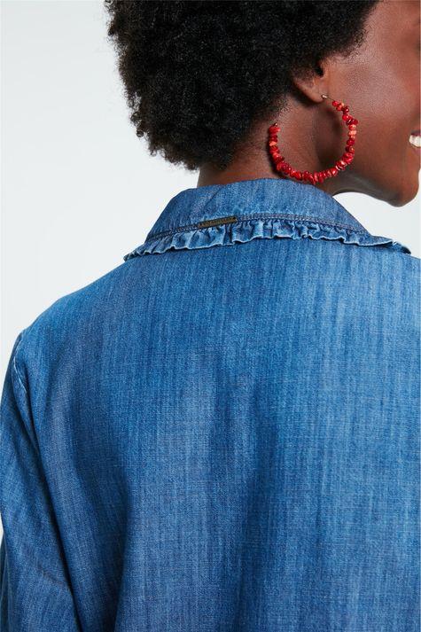 Camisa-Jeans-com-Gola-de-Babado-Detalhe-2--