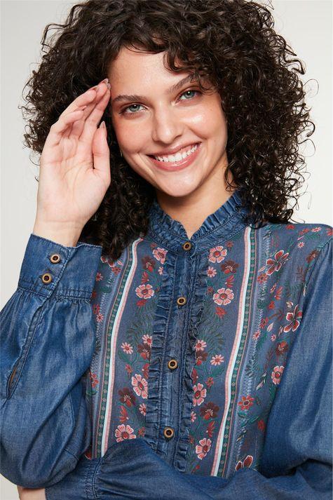 Camisa-Jeans-com-Estampa-Floral-Feminina-Detalhe--