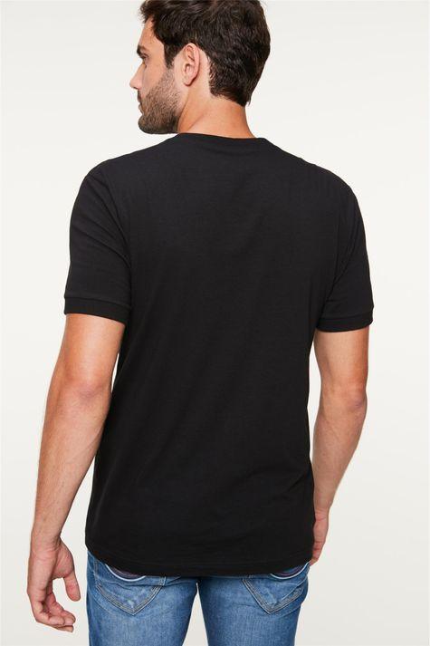 Camiseta-com-Estampa-College-Masculina-Costas--