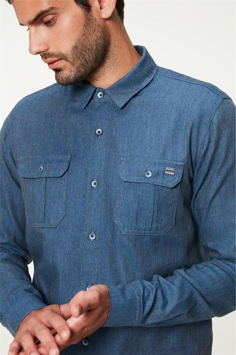 Camisa-Flanelada-com-Bolsos-Masculina-Detalhe--
