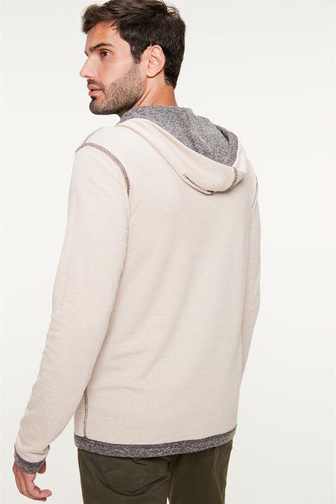 Camiseta-Dupla-Face-com-Capuz-Masculina-Detalhe-3--