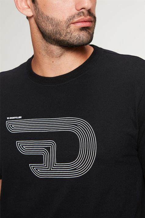 Camiseta-Estampa-de-Logotipo-Masculina-Detalhe--