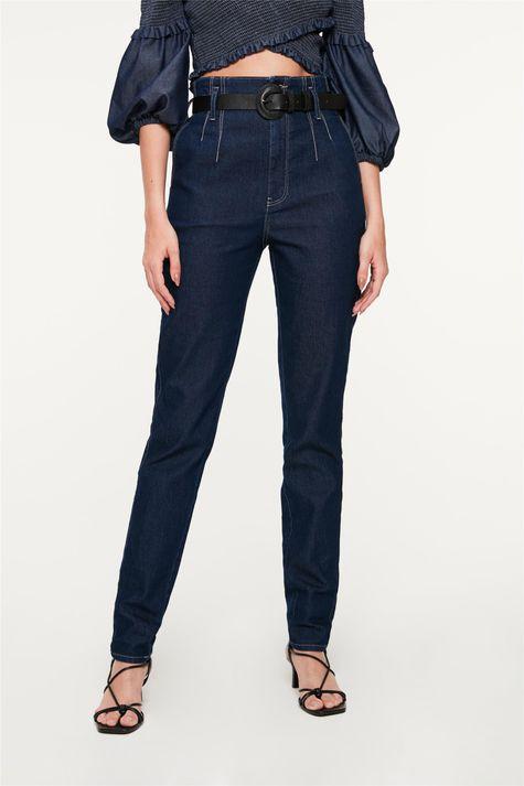 Calca-Jeans-Clochard-com-Pregas-Detalhe--