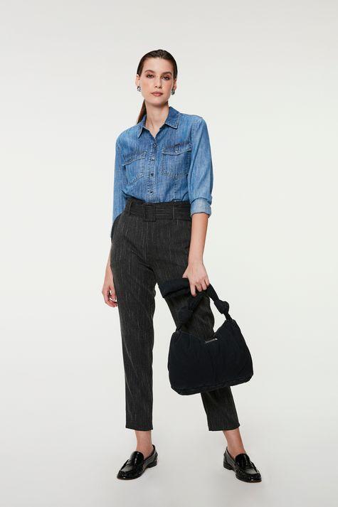 Camisa-Jeans-com-Bolsos-Feminina-Detalhe-2--