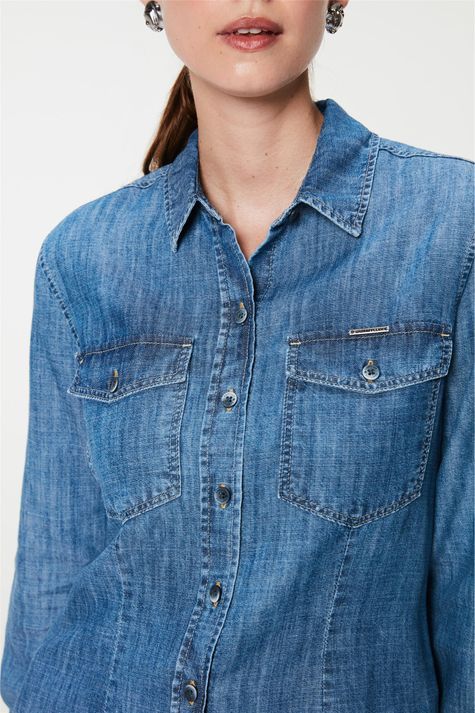 Camisa-Jeans-com-Bolsos-Feminina-Detalhe-1--