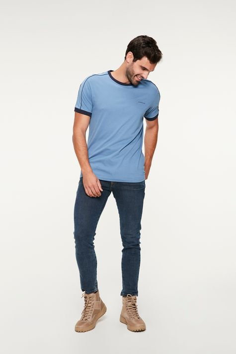 Camiseta-College-com-Vies-Masculina-Detalhe-1--