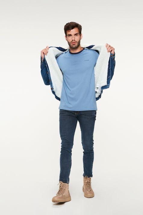 Camiseta-College-com-Vies-Masculina-Detalhe-2--
