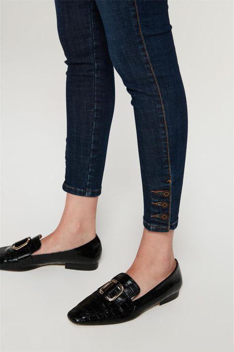 Calca-Jeans-Skinny-com-Botoes-no-Punho-Detalhe-2--
