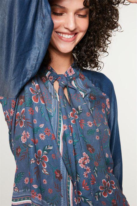 Blusa-Jeans-com-Estampa-Floral-Detalhe--