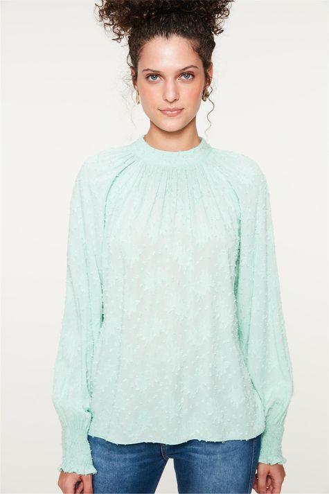 Blusa-Franzida-no-Decote-com-Textura-Frente--