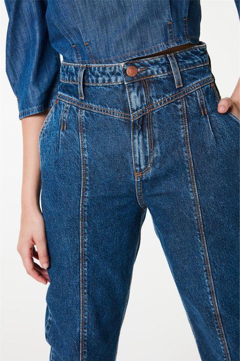 Calca-Jeans-Carrot-Cintura-Super-Alta-Detalhe-1--