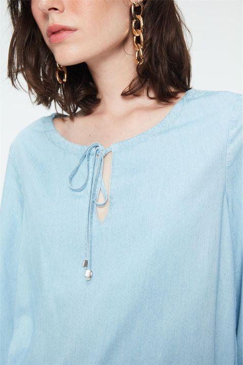 Blusa-Jeans-Azul-Claro-Feminina-Detalhe--