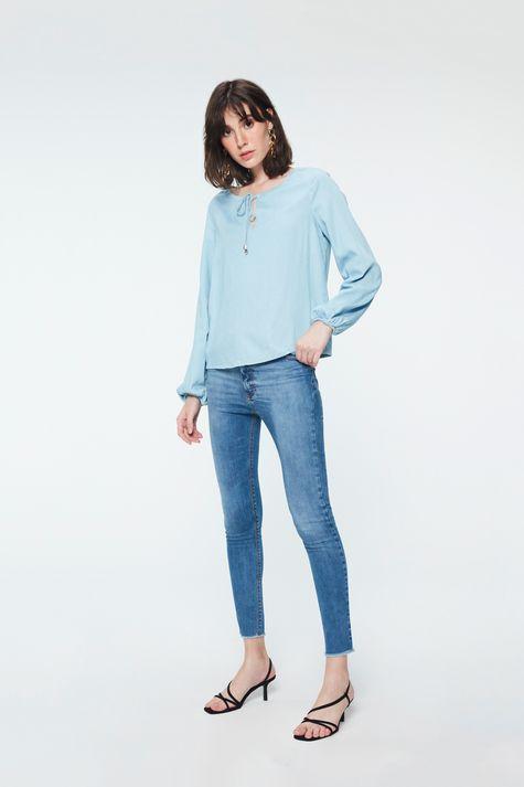 Blusa-Jeans-Azul-Claro-Feminina-Detalhe-1--