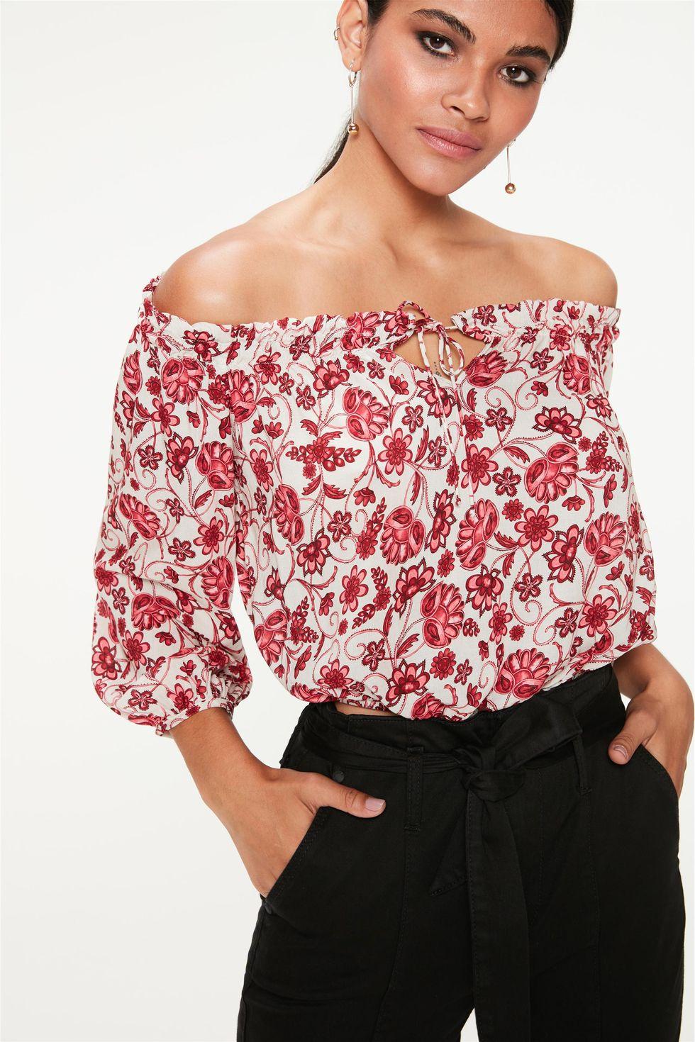 Blusa-Ombro-a-Ombro-com-Estampa-Floral-Frente--