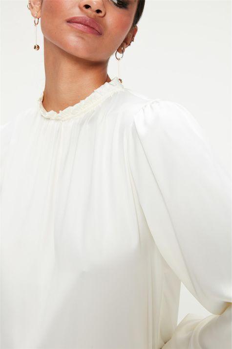 Blusa-de-Cetim-com-Decote-Franzido-Detalhe--