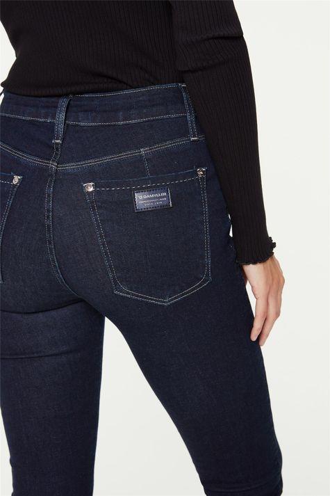 Calca-Jeans-Jegging-Barra-Assimetrica-Detalhe-1--