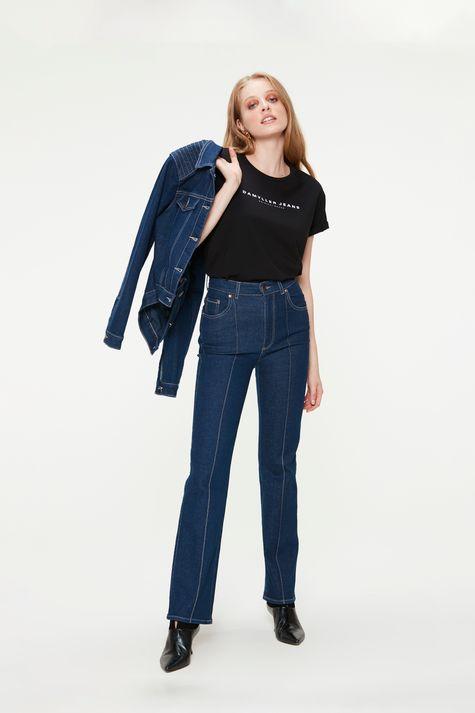 Camiseta-Estampa-de-Lettering-Feminina-Detalhe-1--