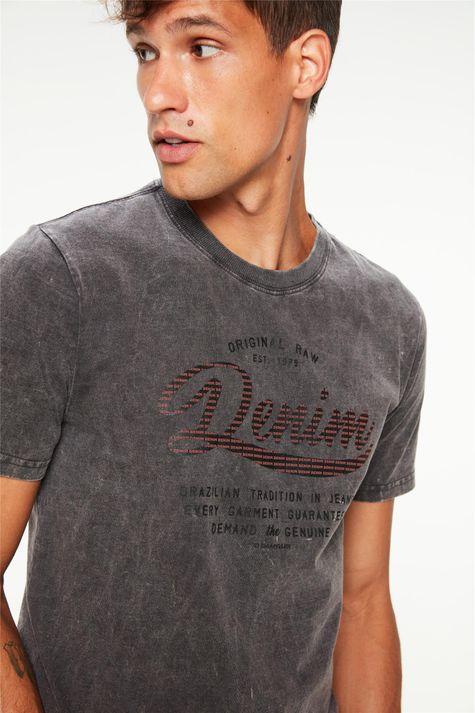 Camiseta-Estonada-com-Estampa-Masculina-Detalhe--