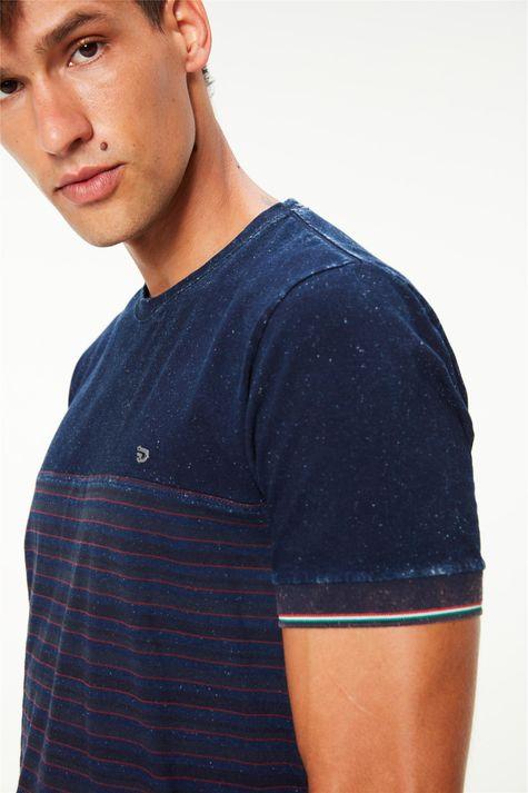 Camiseta-Malha-Denim-College-Masculina-Detalhe--