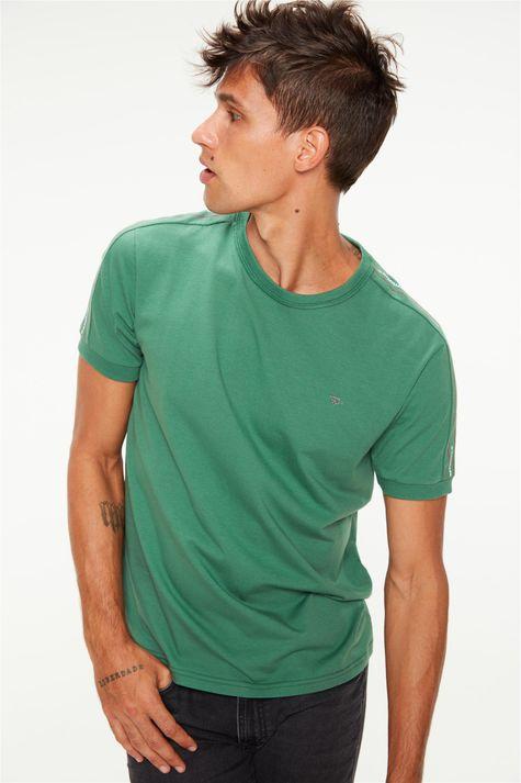 Camiseta-com-Estampa-nas-Mangas-College-Frente--